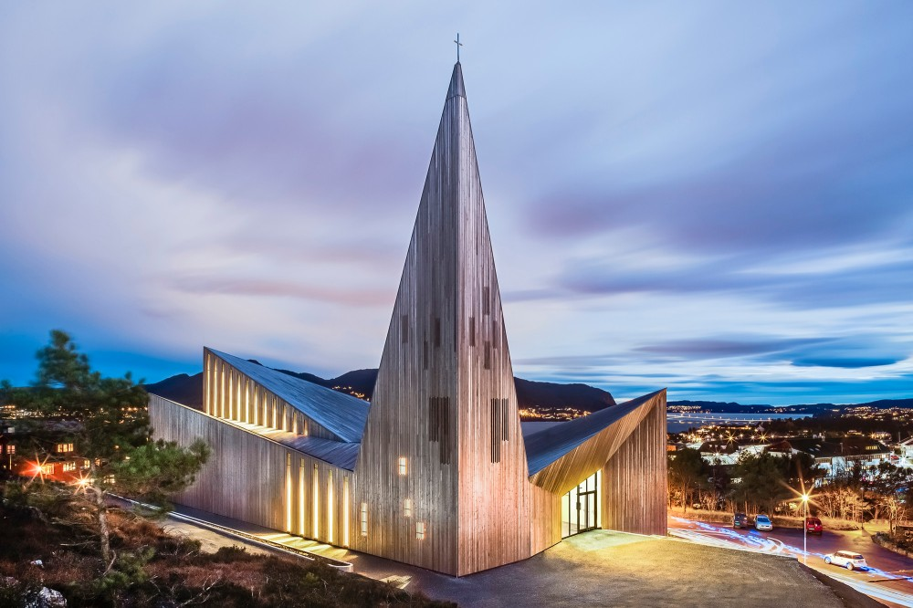 010 Community-Church-Knarvik-by-Reiulf-Ramstad_dezeen_468_4